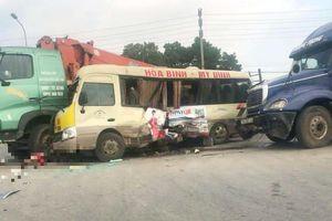 3 ô tô đâm nhau liên hoàn, ít nhất 5 người bị thương ở Hà Nội