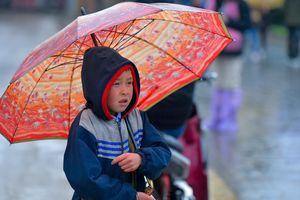 Không khí lạnh khiến miền Bắc chuyển mưa dông, nơi rét nhất 13 độ C