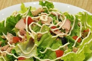 Giữ dáng với món salad cá ngừ