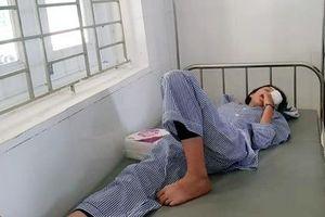 Hà Tĩnh: Nổ bình thí nghiệm, 3 học sinh nhập viện