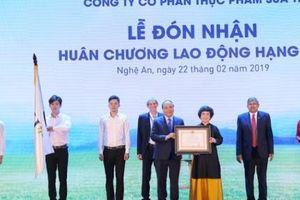 Thủ tướng trao Huân chương lao động hạng Nhì cho Công ty CP thực phẩm sữa TH