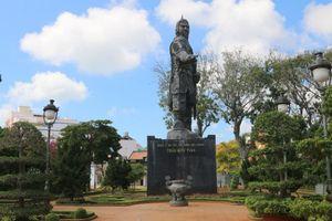Tượng Đức Thánh Trần ở Vũng Tàu đặt lư hương để người dân, chính quyền tưởng niệm