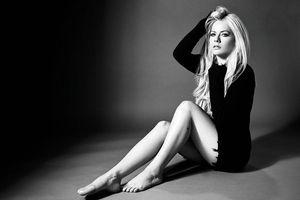 Doanh số èo uột, Pitchfork chấm điểm không thể thấp hơn: Cơ hội nào cho Avril Lavigne và 'Head Above Water'?