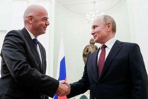Chủ tịch FIFA đến Nga nhận huy chương Hữu nghị