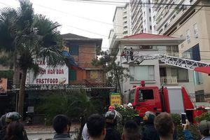Hà Nội: Khống chế nam thanh niên nghi ngáo đá đập phá ở biệt thự Văn Khê