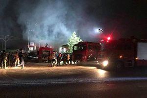 Huy động hàng trăm chiến sĩ chữa cháy nhà máy giấy
