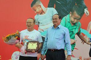 HLV Park Hang Seo giao lưu với trẻ em tỉnh An Giang