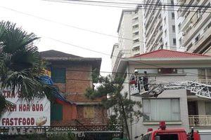 Hà Nội: Toàn cảnh vụ khống chế đối tượng ngáo đá cố thủ trong căn biệt thự