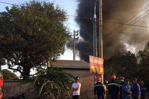 'Bà hỏa' thiêu rụi nhà xưởng vỏ lốp ô tô ở Đồng Nai