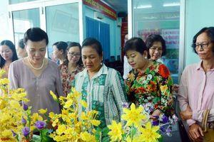 Lãnh đạo Hội Phụ nữ Campuchia ấn tượng với mô hình kết cườm của phụ nữ Việt Nam