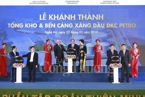 Thủ tướng Nguyễn Xuân Phúc dự Lễ khánh thành Tổng kho xăng dầu lớn nhất Bắc Trung bộ