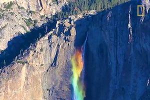 Cầu vòng dài hơn 435 mét trên thác nước Yosemite