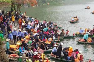 Ninh Bình: Khu du lịch Tràng An quá tải vì hàng vạn du khách đổ về
