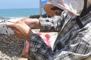 Quảng Ngãi: Ốc bé tẹo như hạt nút nhỏ mang tiền triệu cho ngư dân