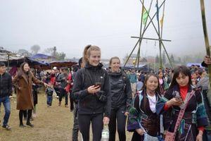 Khai hội 'Roóng Poọc' phát triển du lịch cộng đồng người Giáy ở Sa Pa