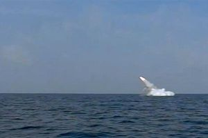 Hải quân Iran bắn thành công tên lửa hành trình từ tàu ngầm