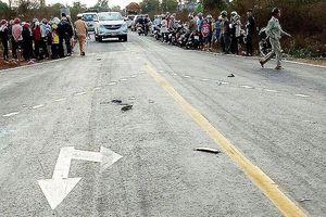 Va chạm với ô tô, 3 người trong gia đình tử vong tại chỗ