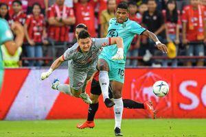 Đặng Văn Lâm bắt chính, Muangthong United thua sân nhà