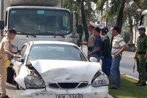 Ngủ gật trên đường, tài xế xe tải gây tai nạn liên hoàn