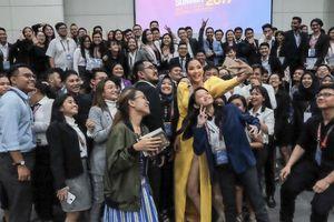 Hoàng Thùy gây ấn tượng mạnh tại Philippines