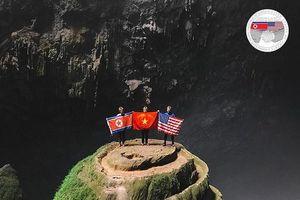 Quốc kỳ Việt - Mỹ - Triều xuất hiện trong hang Sơn Đoòng