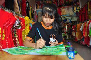 Tuổi 18 mê vẽ tranh góp quỹ từ thiện