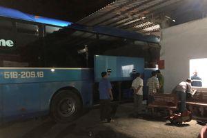 Xe khách tông vào nhà chờ, 1 người chết: Tạm giữ tài xế và phụ xe