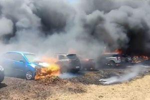 Cháy lớn thiêu rụi 300 'xế hộp' tại triển lãm hàng không Ấn Độ