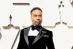 Billy Porter gây sốc trên thảm đỏ Oscar 2019 khi diện trang phục 'trên Tuxedo, dưới váy'