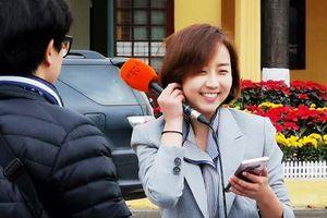Nữ phóng viên Hàn xinh đẹp tác nghiệp ở Lạng Sơn