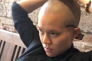 Tiên Tiên bất ngờ cạo trọc, bỏ mái tóc xoăn quen thuộc