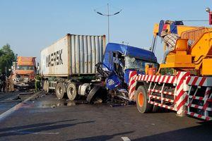 Va chạm liên hoàn trên cao tốc TPHCM - Trung Lương, 1 người tử vong