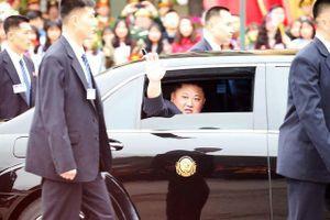 Ảnh Chủ tịch Kim Jong-un vẫy chào người dân Việt Nam trên báo quốc tế