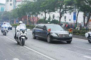Đoàn xe đưa Chủ tịch Triều Tiên Kim Jong-Un vừa tới Hà Nội