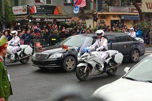 Người dân Hà Nội chào đón Chủ tịch Triều Tiên Kim Jong-Un