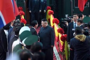 Clip: Việt Nam nồng nhiệt chào đón Chủ tịch Triều Tiên Kim Jong-un tại ga Đồng Đăng