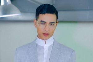 Đâu chỉ cởi áo khoe 6 múi, mặc sơ mi kín đáo Nam vương Trịnh Bảo cũng khiến fan 'say đứ đừ'