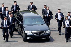Giải mã lý do tại sao 12 vệ sĩ chạy theo xe của lãnh đạo Kim Jong Un tại Hội nghị thượng đỉnh Mỹ - Triều