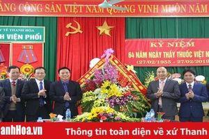 Đồng chí Phó Bí thư Thường trực Tỉnh ủy Đỗ Trọng Hưng chúc mừng các đơn vị y tế nhân Ngày Thầy thuốc Việt Nam