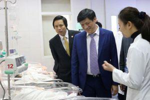 Lãnh đạo Ban Tuyên giáo Trung ương thăm và chúc mừng cán bộ y tế Bệnh viện Sản, Nhi Bắc Giang