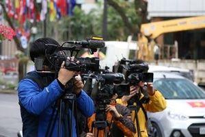 Phóng viên quốc tế tác nghiệp tại Việt Nam: Câu chuyện sau những dòng tin