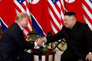 Những khoảnh khắc trong cú bắt tay lịch sử Trump - Kim ở HN
