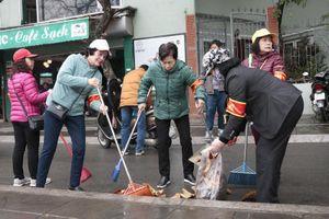 Người dân Hà Nội chung tay đảm bảo vệ sinh môi trường