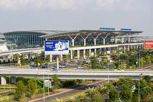 Cảng Nội Bài hỗ trợ thủ tục hàng không cho phóng viên quốc tế