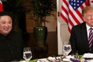 Hình ảnh đầu tiên hai nhà lãnh đạo Mỹ-Triều Tiên ăn tối cùng nhau