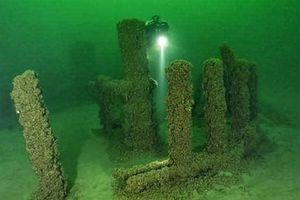 Sự thật chấn động 'bãi đá cổ Stonehenge' dưới nước của Mỹ