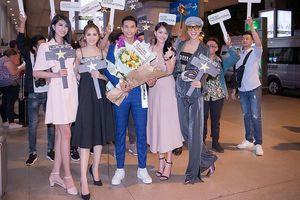 Dàn người đẹp gợi cảm ra sân bay lúc nửa đêm đón Nam vương Trịnh Bảo