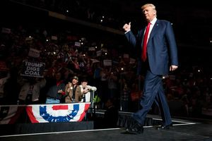 Bật mí lý do Tổng thống Donald Trump chọn thắt cà vạt dài luôn chỉn chu mỗi khi xuất hiện