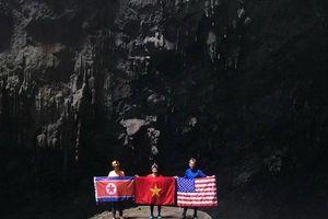Tuyệt đẹp hình ảnh lá cờ 3 nước Mỹ - Triều Tiên - Việt Nam tại hang động lớn nhất thế giới