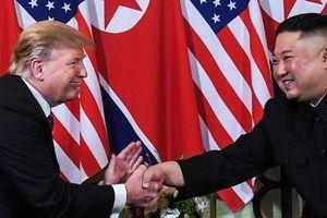 Trước bữa tối, ông Donald Trump hứa giúp Triều Tiên phát triển kinh tế
